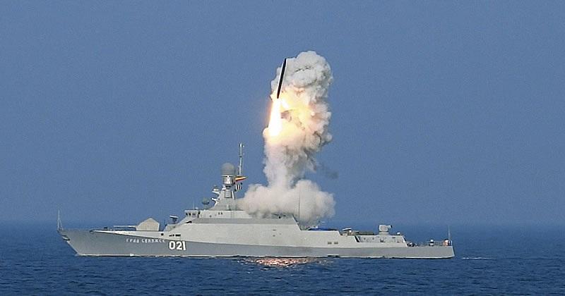 Các tàu lớp Buyan-M đều được trang bị hệ thống tên lửa chống hạm Kalibr và tên lửa hải đối không Igla-1M (Ảnh: Tass)