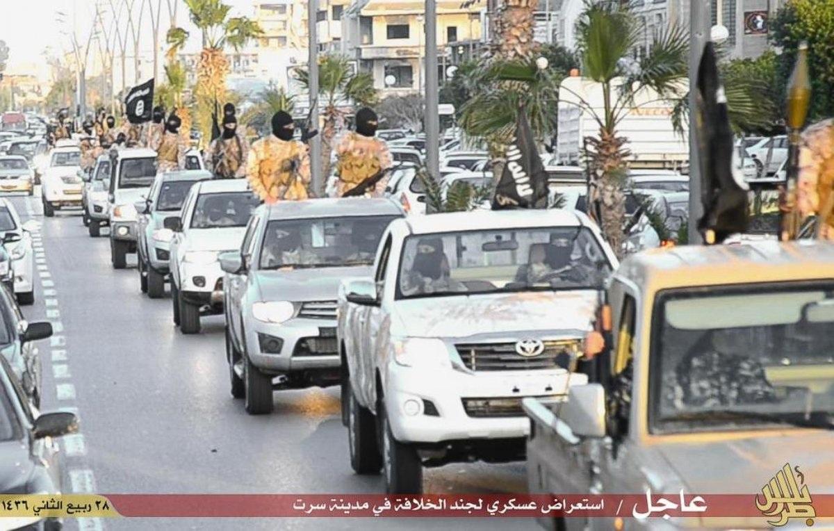 Giới chức Mỹ lo ngại khi rất nhiều xe bán tải mới xuất hiện trong lực lượng của các phần tử khủng bố (Ảnh: Youtube)