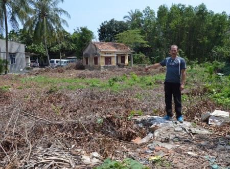 Cả chục năm qua, anh Việt - con trai trưởng cùng mẹ lặn lội đi tìm công lý đầy xương máu trên mảnh đất này của tổ tiên gia đình.