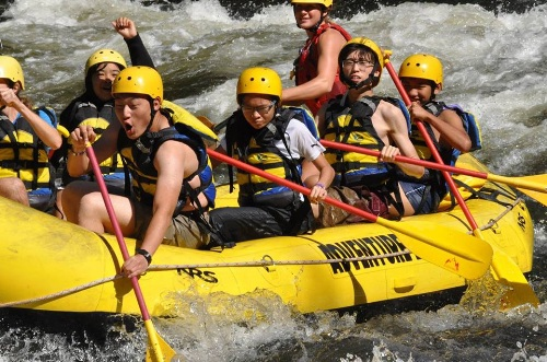 Hình ảnh các học sinh đoạt giải thưởng trại hè tại trường Thornton Academy.