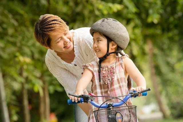 Phụ huynh nên khuyến khích trẻ tham gia học tập, sinh hoạt thể thao để có thể giúp trẻ học tập tốt, tăng khả năng tập trung và phát triển các kĩ năng xã hội