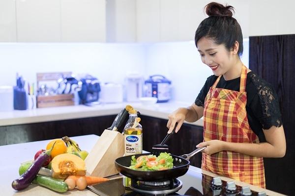 Dầu gạo là có điểm bốc khói cao lên đến 254oC đáp ứng tốt với nhiều hình thức nấu nướng và khá an toàn khi chế biến các món chiên, xào.