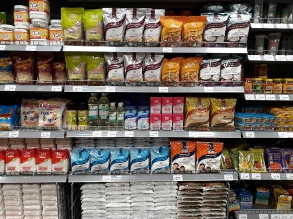 Nhiều loại đường được bày bán tại siêu thị TP.HCM