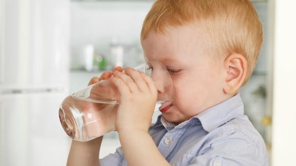 Trẻ cần được giữ vệ sinh sạch sẽ răng miệng