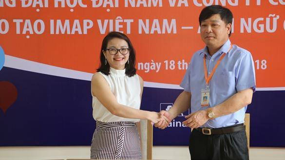 Bà Nguyễn Thị Giang – Giám đốc IMAP Việt Nam cùng TS Lê Đắc Sơn chính thức kí kết thỏa thuận