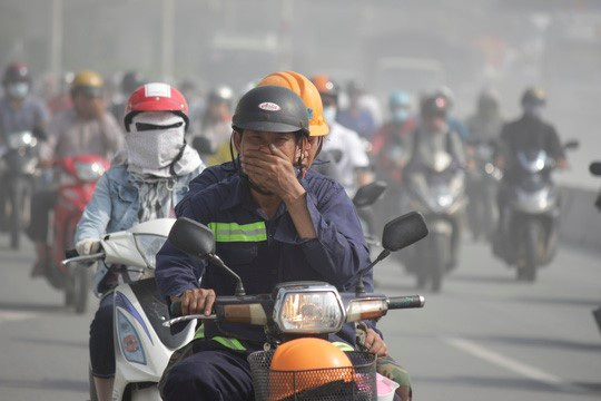 Nắng nóng, khói bụi làm tăng nguy cơ mắc bệnh đường hô hấp, đặc biệt là viêm xoang