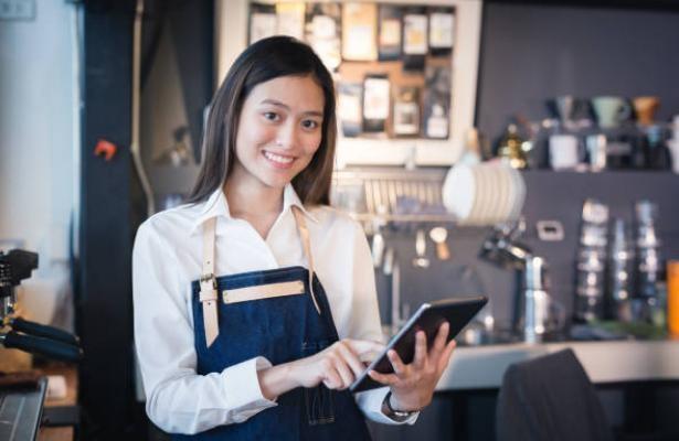 Trang bị cho nhân viên điện thoại, máy tính bảng order để việc bán hàng trở nên chuyên nghiệp hơn.