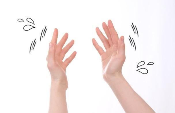 Muốn chữa run tay chân cần am hiểu bệnh và chọn đúng phương pháp - Ảnh 1.