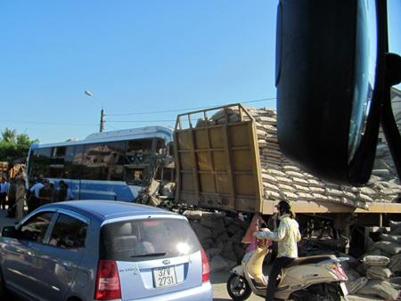 Hà Tĩnh: Tai nạn thảm khốc, 23 người thương vong - 3