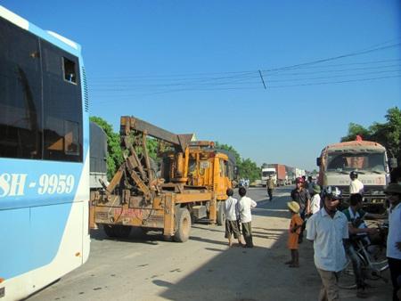 Hà Tĩnh: Tai nạn thảm khốc, 23 người thương vong - 6
