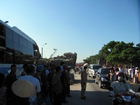 Hà Tĩnh: Tai nạn thảm khốc, 23 người thương vong - 7