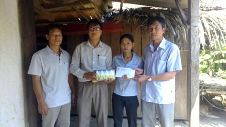 Đại diện Công ty CP Sữa Việt NamVinamil cùng PV