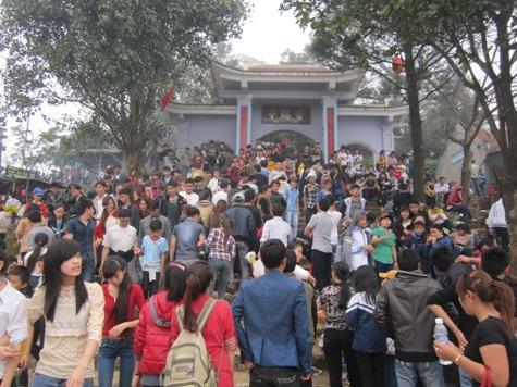 Rất đông du khách thập phương về dự lễ hội Chùa Hương Tích