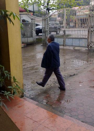 Ông Nguyễn Văn Bình có mặt tại trụ sở Công an huyện Cẩm Xuyên sáng ngày 4/3 để làm việc với CQĐT