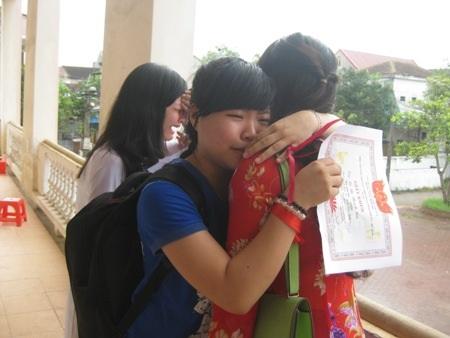 Nước mắt vỡ òa ngày chia tay tuổi học trò