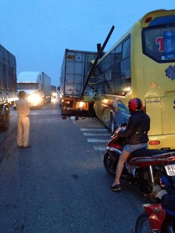 Lực lượng CSGT Công an huyện Cẩm Xuyên xử lý vụ tai nạn