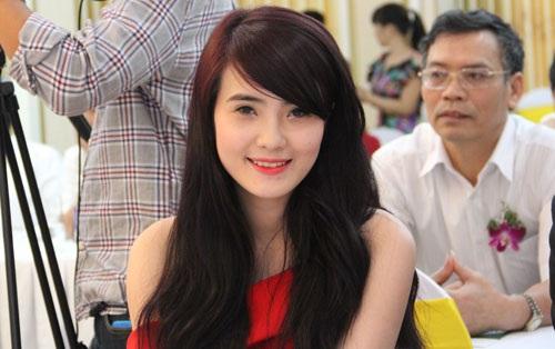 Khánh Chi, em gái tiền đạo Lê Công Vinh cũng góp mặt tại buổi họp báo này.