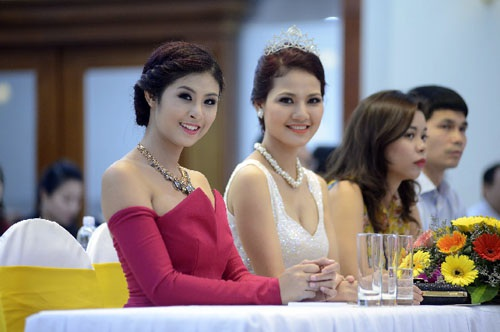 Hoa hậu Việt Nam 2010 Đặng Ngọc Hân, HH thể thao Trần Thị Quỳnh