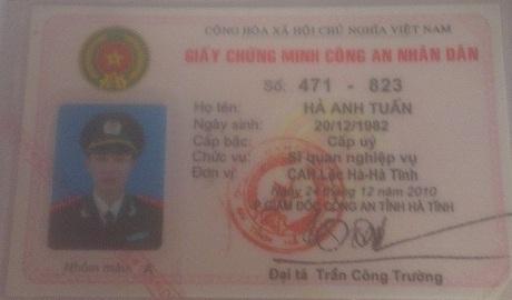 Để tạo niềm tin, Tuấn đã mang cả giấy chứng minh CAND đi cầm cố.