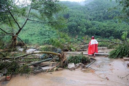 Trận lũ quét bất ngờ quét qua địa bàn gây thiệt hại nặng nề đối với người dânxã Sơn Kim 2