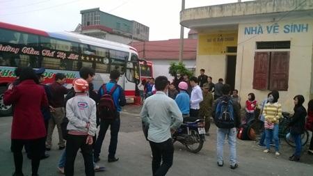 Mặc dù chỉ có 42 ghế nhưng chiếc xe khách của nhà xe Châu Ngọc Linh nhồi nhét 85 khách