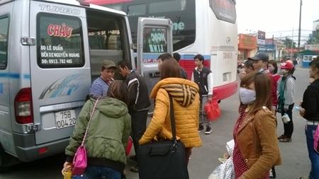 Nhiều hành khách ngay sau đó đã được bố trí sang xe khách khác để tiếp tục lịch trình