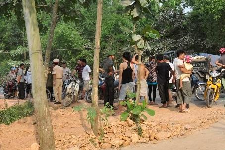 Lực lượng CSGT huyện Hương Sơn đang điều tra nguyên nhân vụ tai nạn