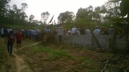 Người dân Bắc Sơn quá khích tấn công, bắt giữ 4 cán bộ công an vào chiều10/4