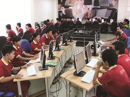 Sinh viên SIU trong Thư viện điện tử