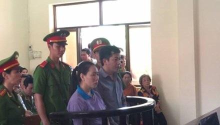 Hai bị cáo Phạm Văn Mạnh và Trịnh Thị Ngọc Nhung tại phiên tòa.