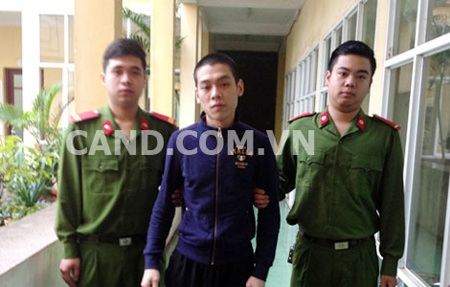 Cơ quan Công an dẫn giải đối tượng Nguyễn Xuân Hiếu