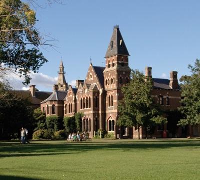 Về Trinity College