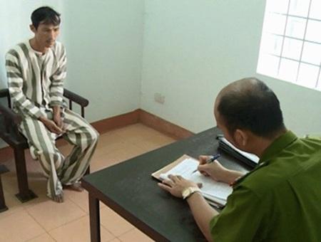 Lấy lời khai đối tượng Nguyễn Văn Hòa.