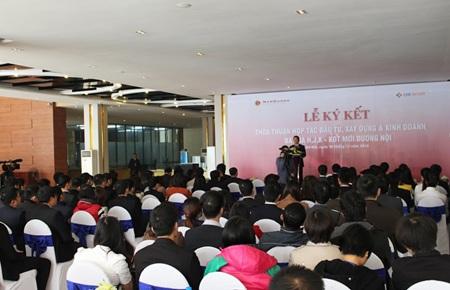 Đông đảo khách mời là các đối tác tham dự Lễ ký kết hợp tác