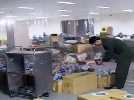 Lực lượng chức năng làm nhiệm vụ tại nơi sản xuất của công ty TNHH Huge Gain Holdings