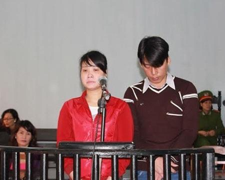 Hai vợ chồng Châu và Hiền trước tòa