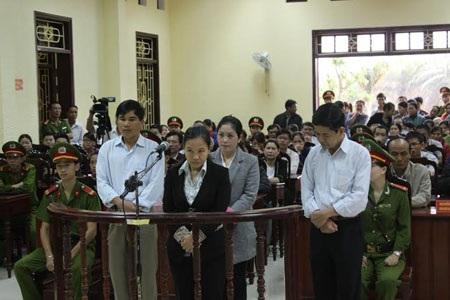 Các bị cáo tại phiên xử