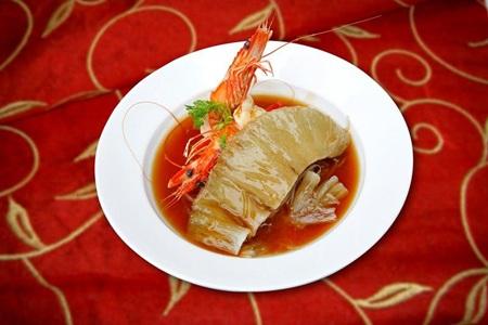 Món ăn hấp dẫn bởi hương vị tinh tế và cách trình bày đẹp mắt.