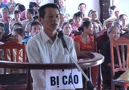 Bị cáo Phan Đình Thiết (tên do bị cáo tự... nghĩ ra) tại phiên tòa.