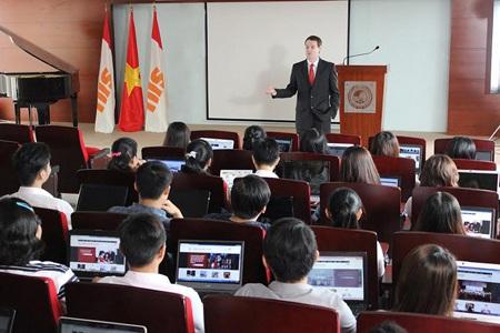 Giảng viên và sinh viên Trường Đại học Quốc tế Sài Gòn (SIU)