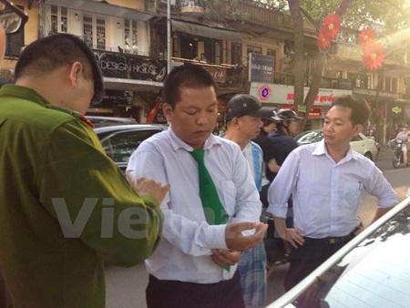 Lái xe Thắng bị thương vùng đầu và tay sau vụ ẩu đả với 3 người phụ nữ (Ảnh: Sơn Bách/Vietnam+)