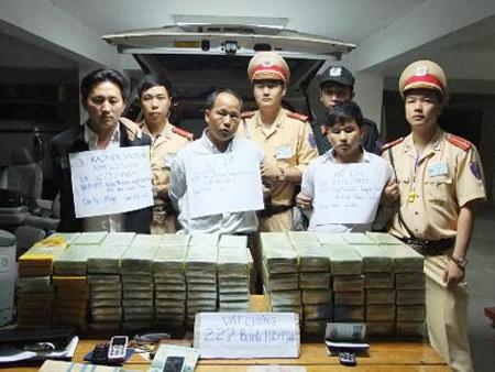 Các đối tượng tội phạm người Lào bị bắt giữ trong chuyên án.