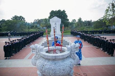 Lễ dâng hương 2015 của học sinh lớp 12 tại Khu truyền thống - dã ngoại SIU