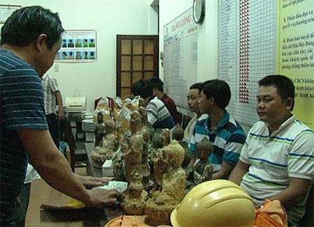 Các đối tượng trong băng nhóm lừa bán tượng Phật giá cắt cổ.