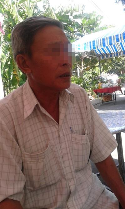 Cha hung thủ có mặt, túc trực tại nhà nạn nhân như để chuộc lại phần lỗi lầm con trái gây ra