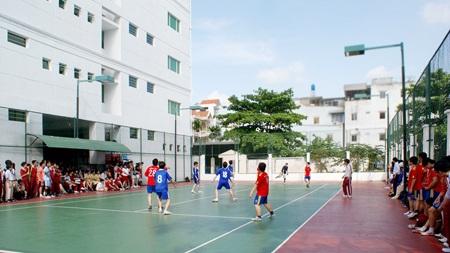 Một trận thi đấu bóng đá của học sinh Quốc tế Á Châu tại trường.