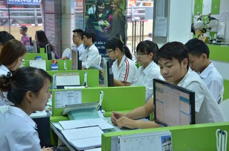 Các bạn sinh viên được tư vấn tận tình về lộ trình khóa học.