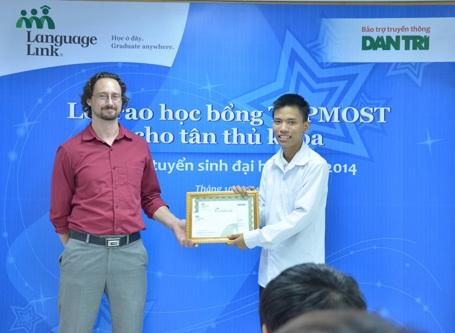 Bạn Nguyễn Ngọc Anh- Thủ khoa hai trường đại học.
