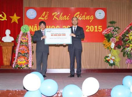 Rohto- Mentolatum (VN) trao học bổng đến sinh viên nghèo năm 2014