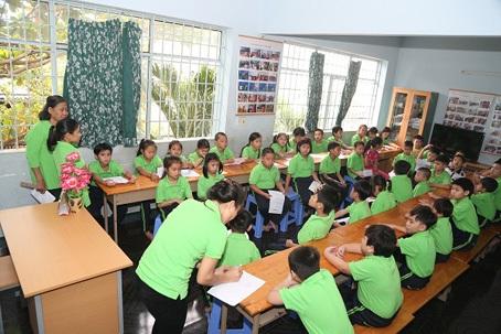 Tại đây các em được đào tạo ngoại ngữ và tin học hoàn toàn miễn phí